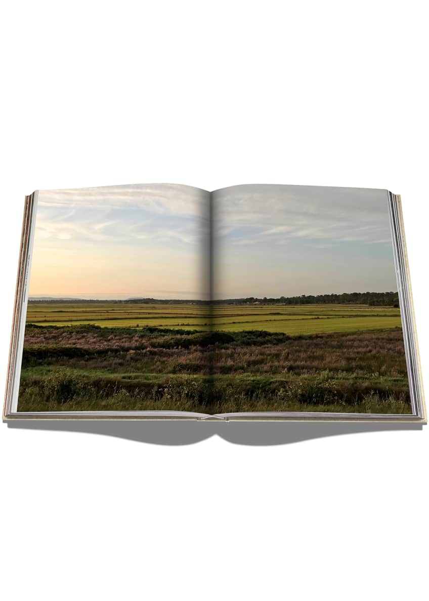 Image 4 of 4: Comporta Bliss Book