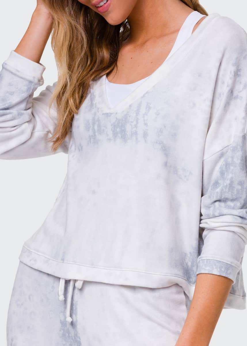 Onzie Weekend V-Neck Pullover