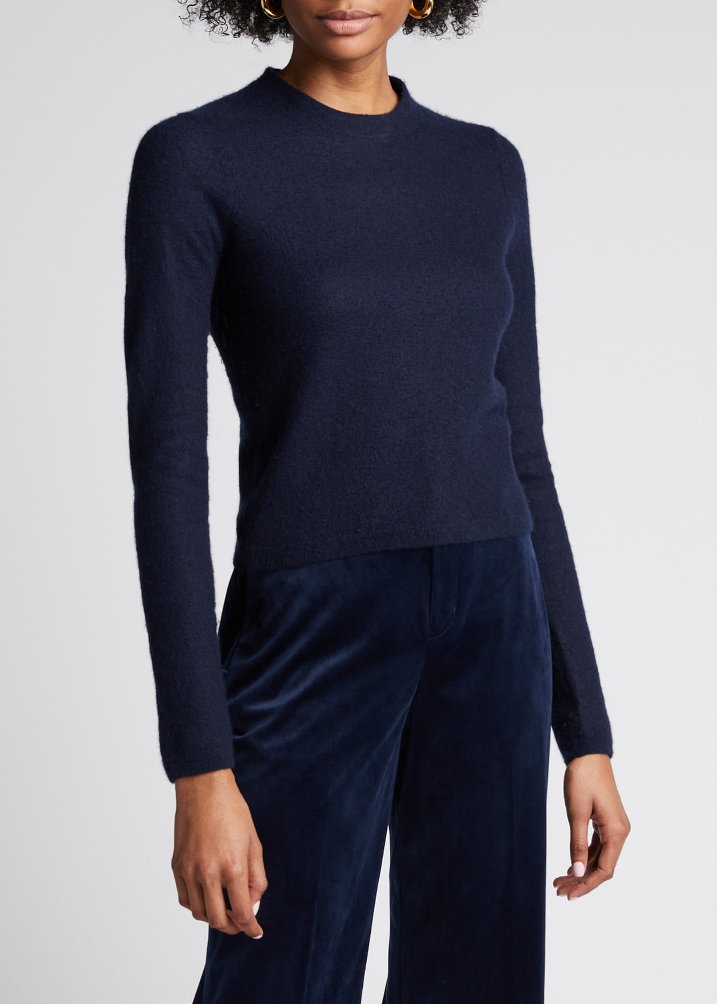 Image 3 of 5: Fitted Crewneck Cashmere Sweater