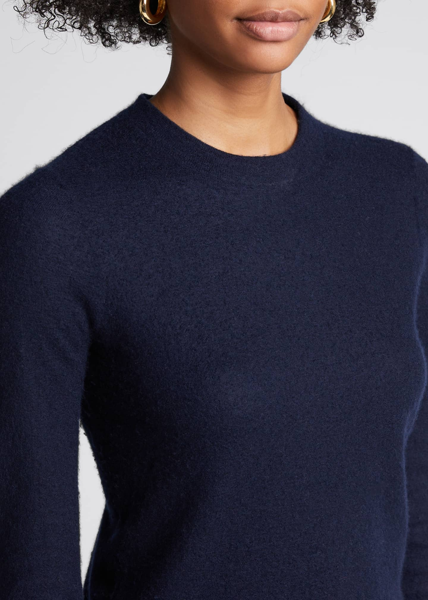 Image 4 of 5: Fitted Crewneck Cashmere Sweater