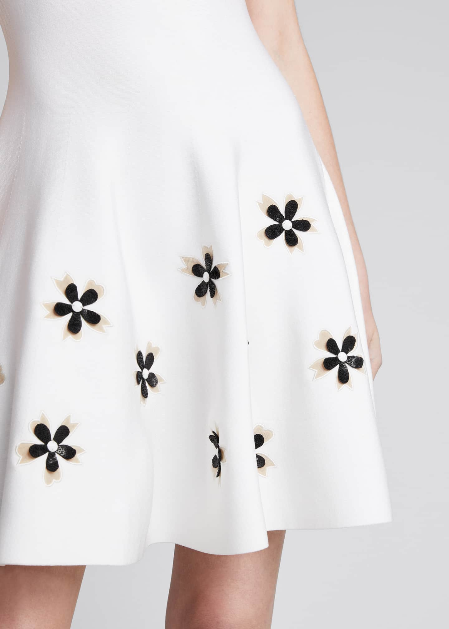 Image 4 of 5: Short-Sleeve Flower Applique Knit Dress