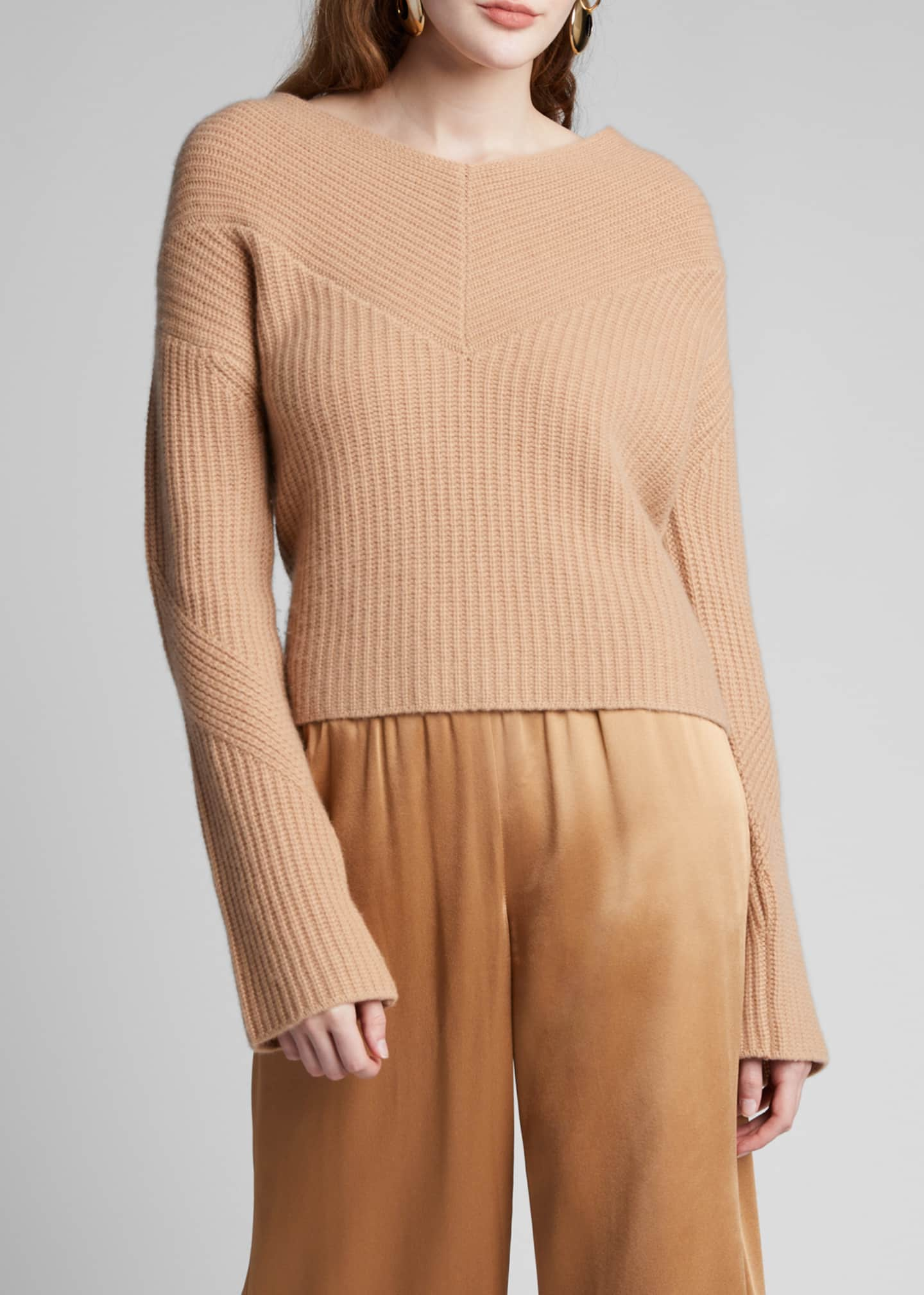 Image 3 of 5: Cashmere V-Neck Sweater