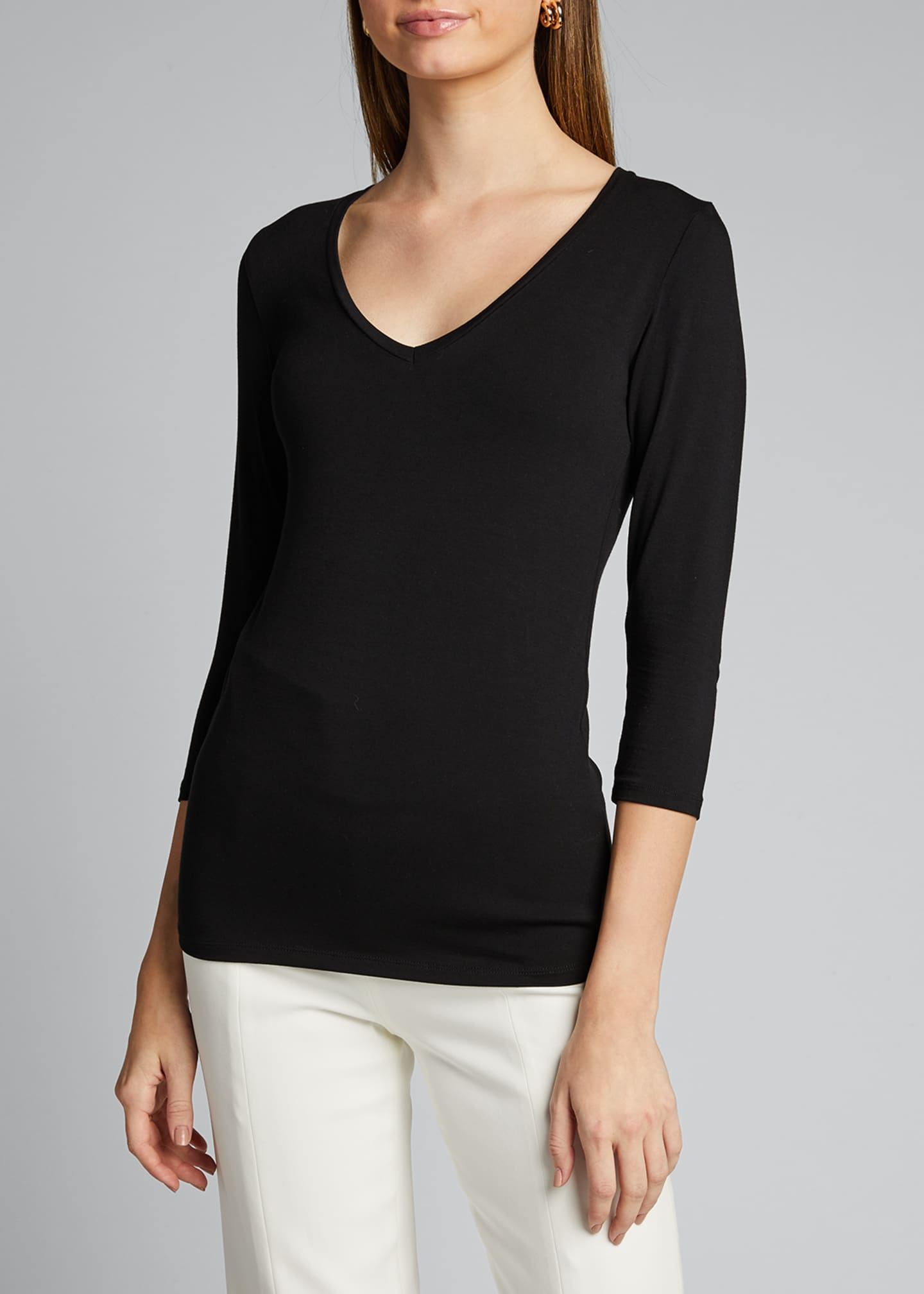 Image 3 of 5: V-Neck 3/4-Sleeve Tee