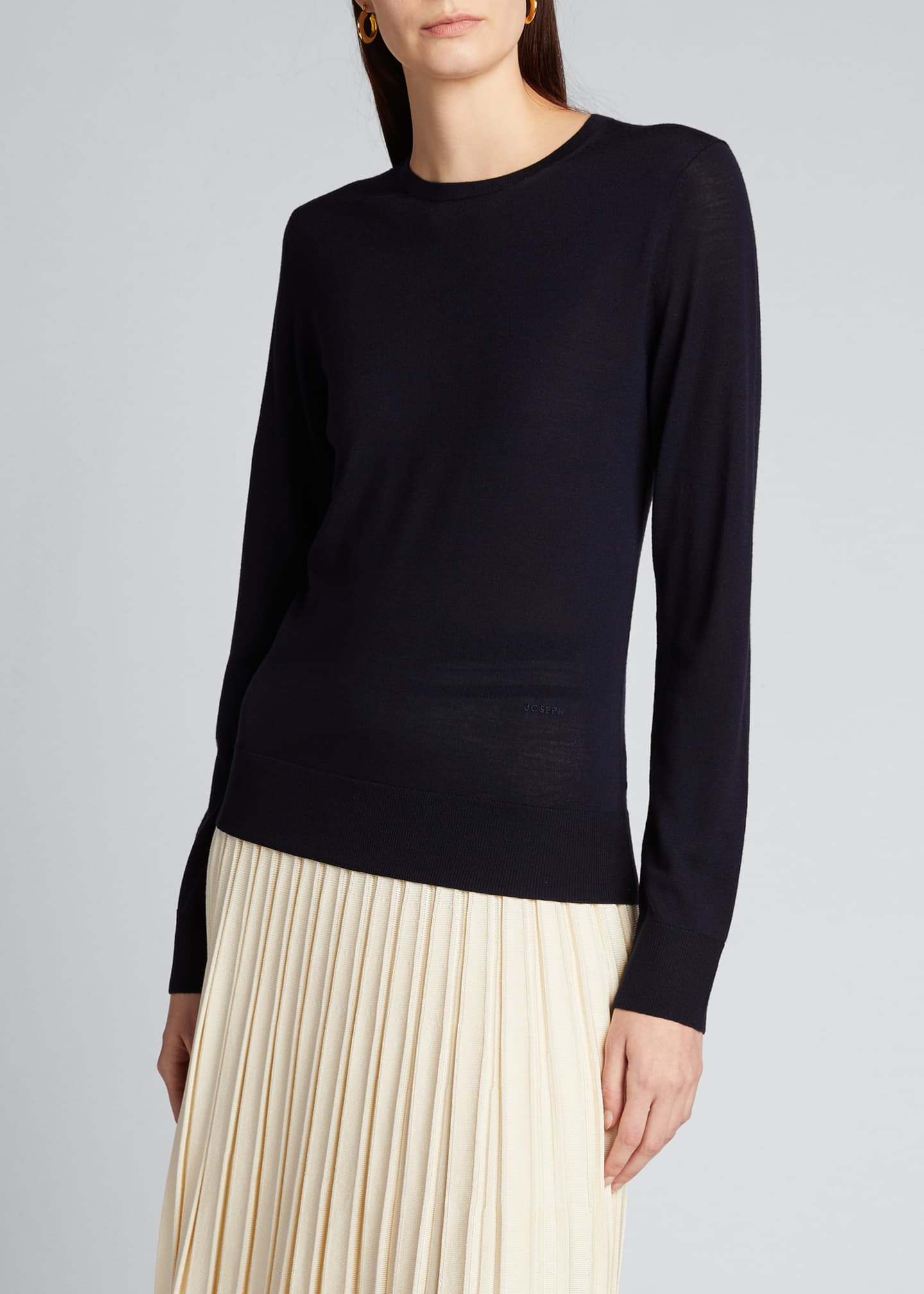 Image 3 of 5: Round-Neck Wool Long-Sleeve Sweater