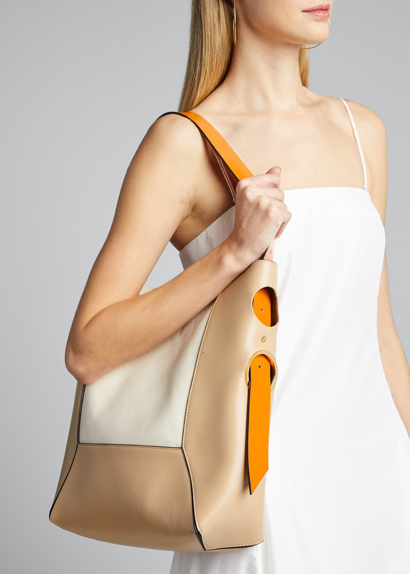 Image 2 of 5: Trunk Reverse Shoulder Bag