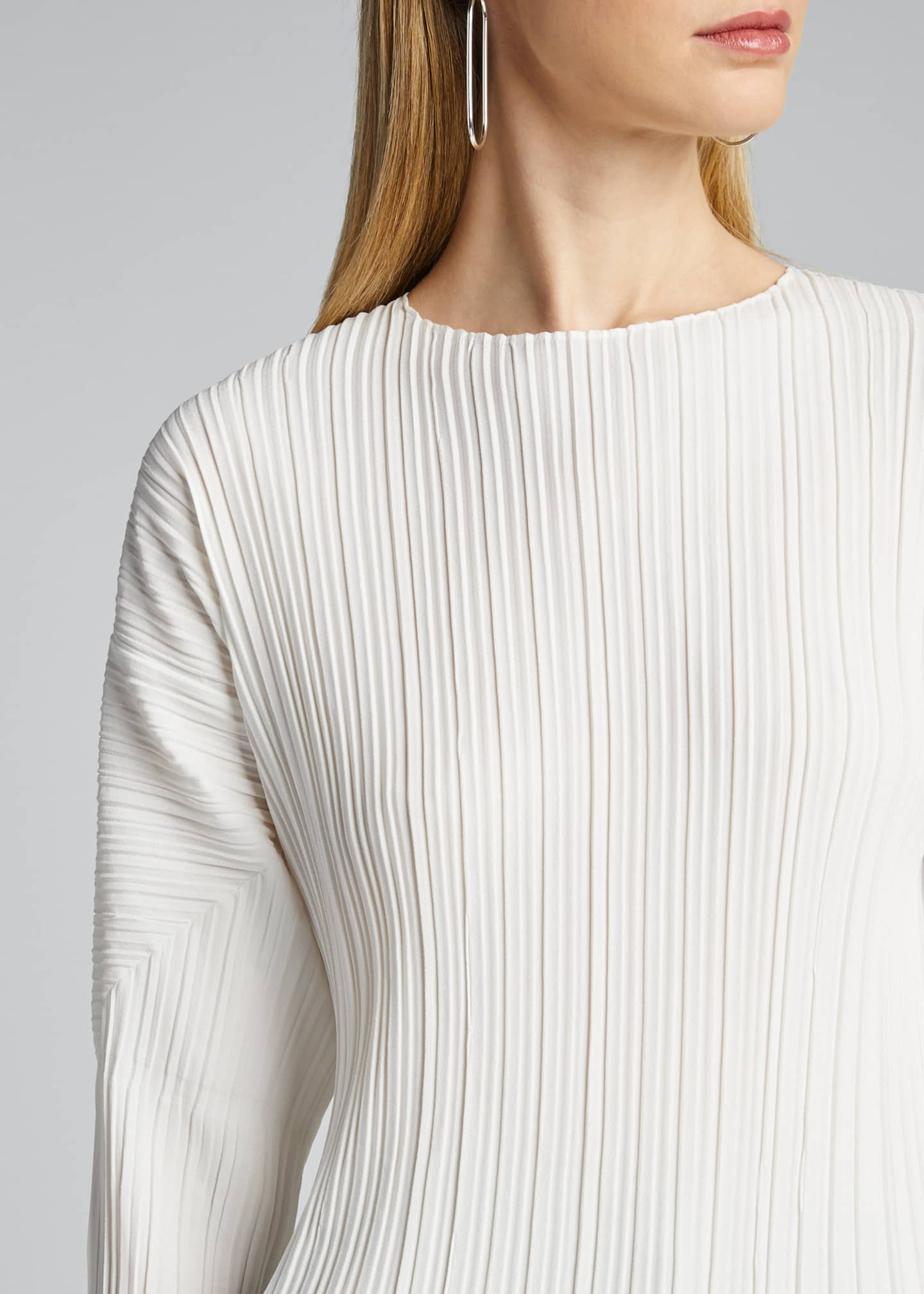 Image 4 of 5: Long-Sleeve Mushroom Pleated Top