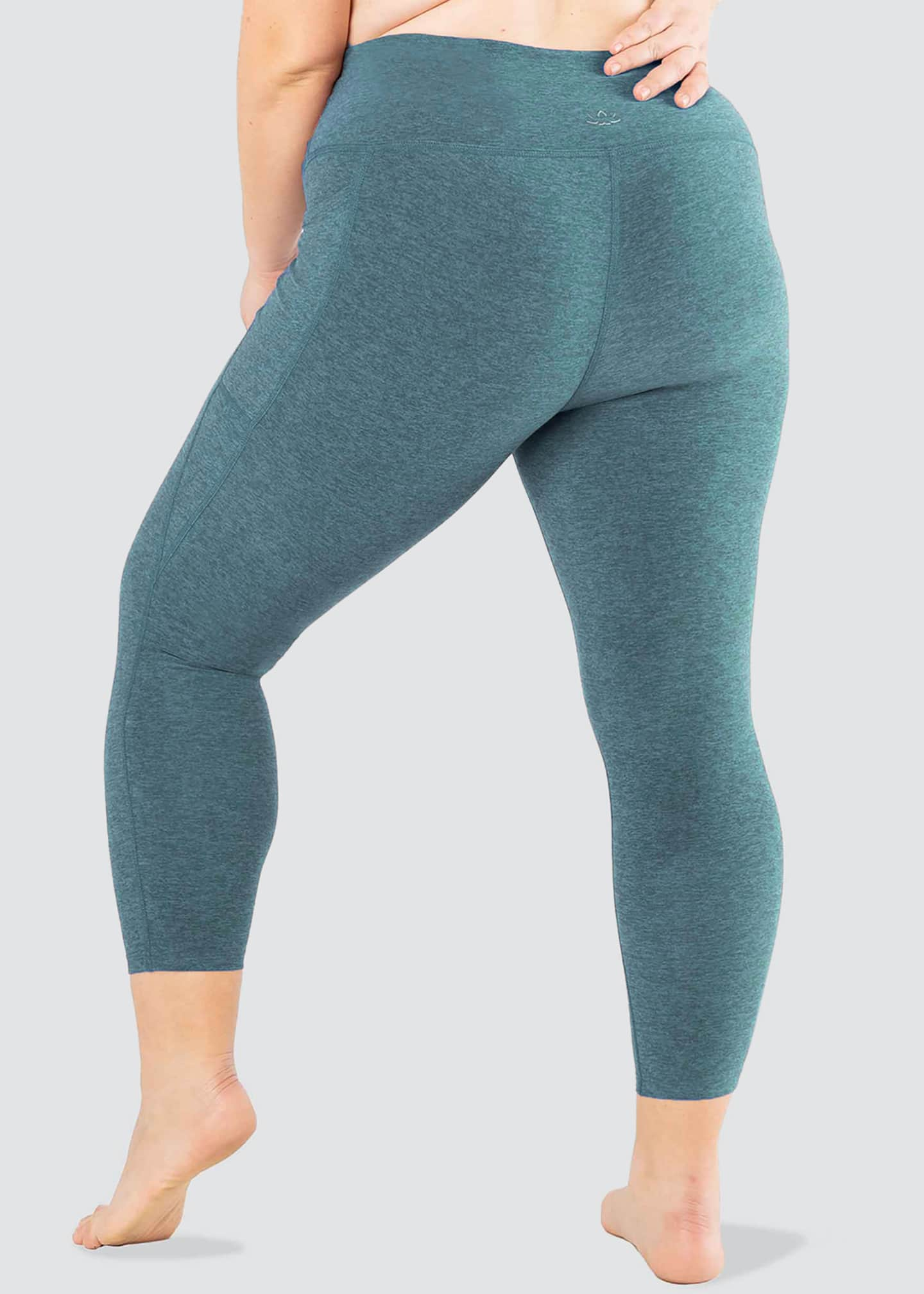 Image 2 of 4: Plus Size Out Of Pocket High-Waist Midi Leggings