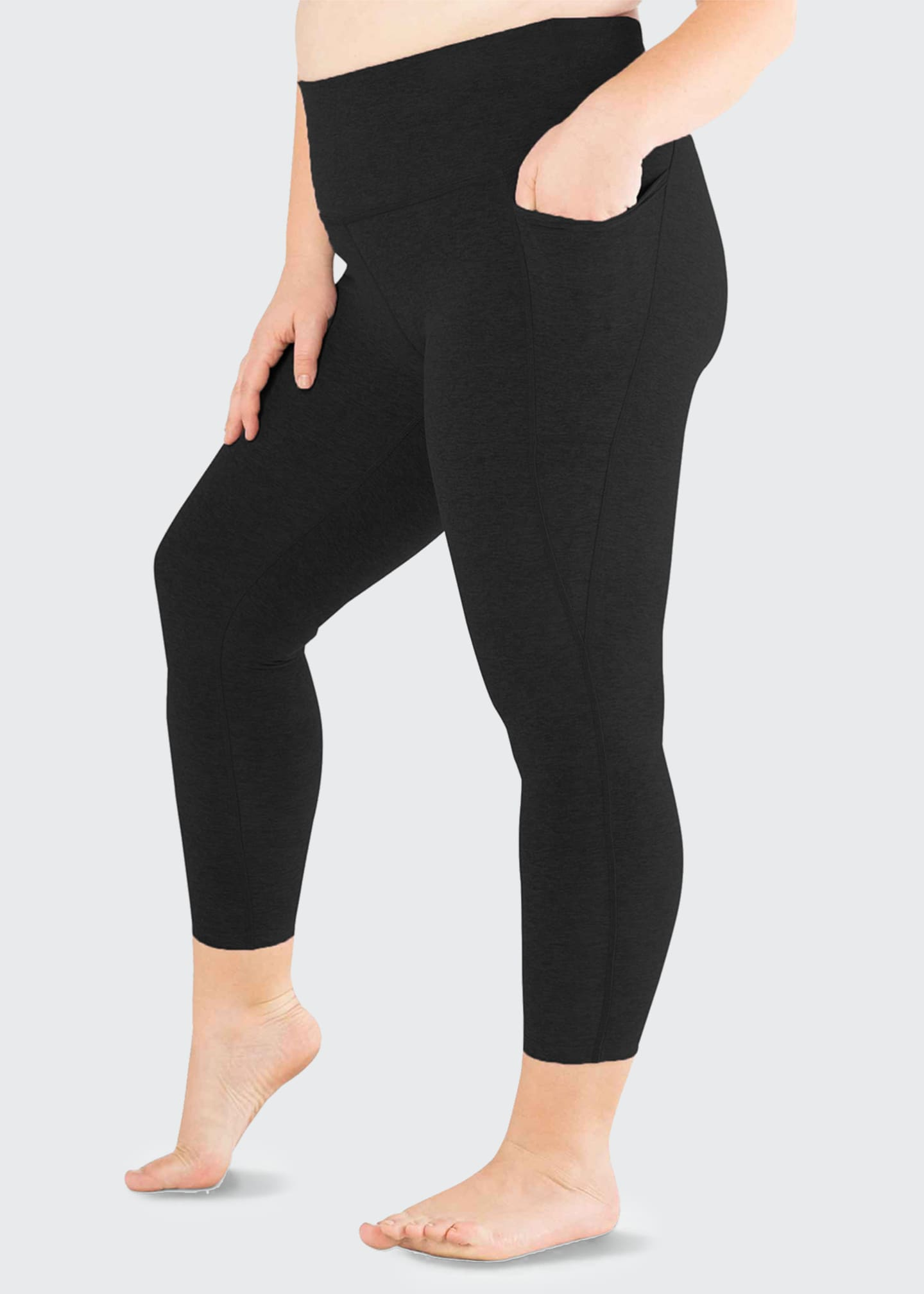 Image 4 of 4: Plus Size Out Of Pocket High-Waist Midi Leggings