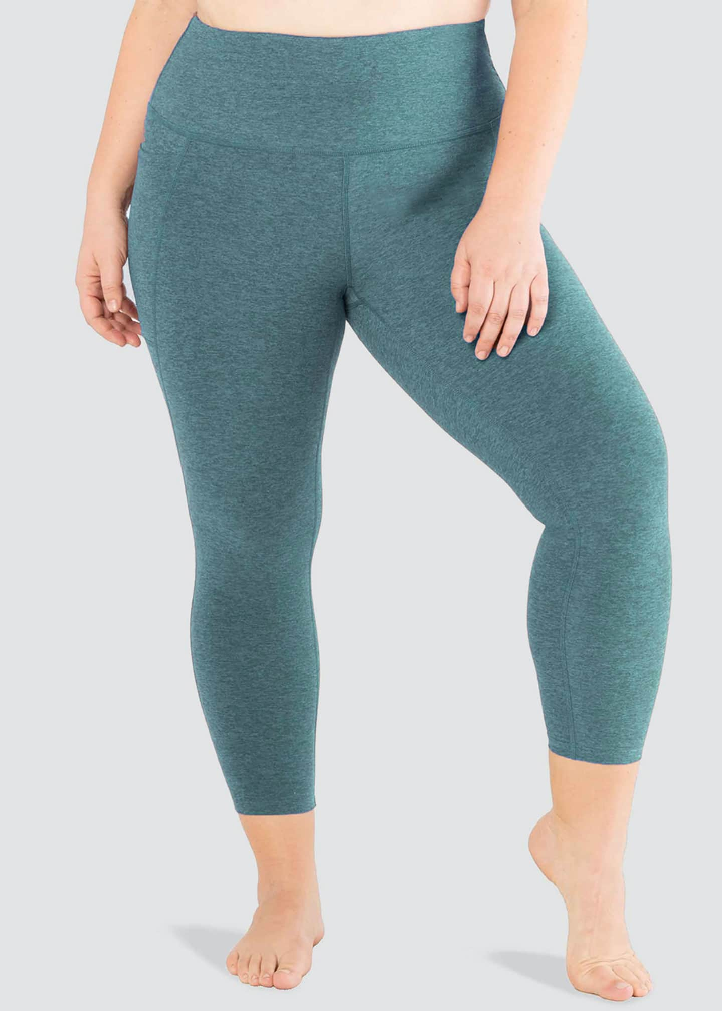 Image 1 of 4: Plus Size Out Of Pocket High-Waist Midi Leggings