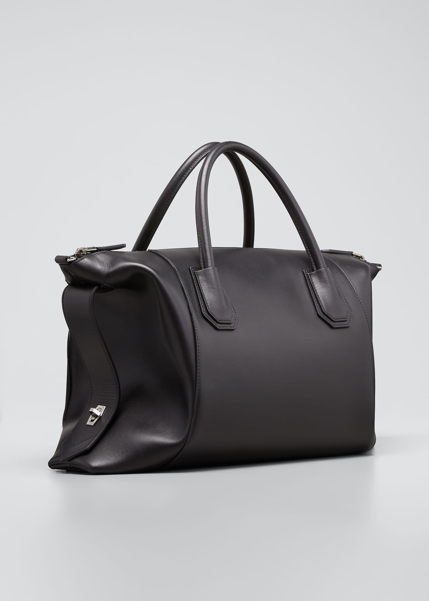 Image 3 of 5: Antigona Soft Medium Leather Bag