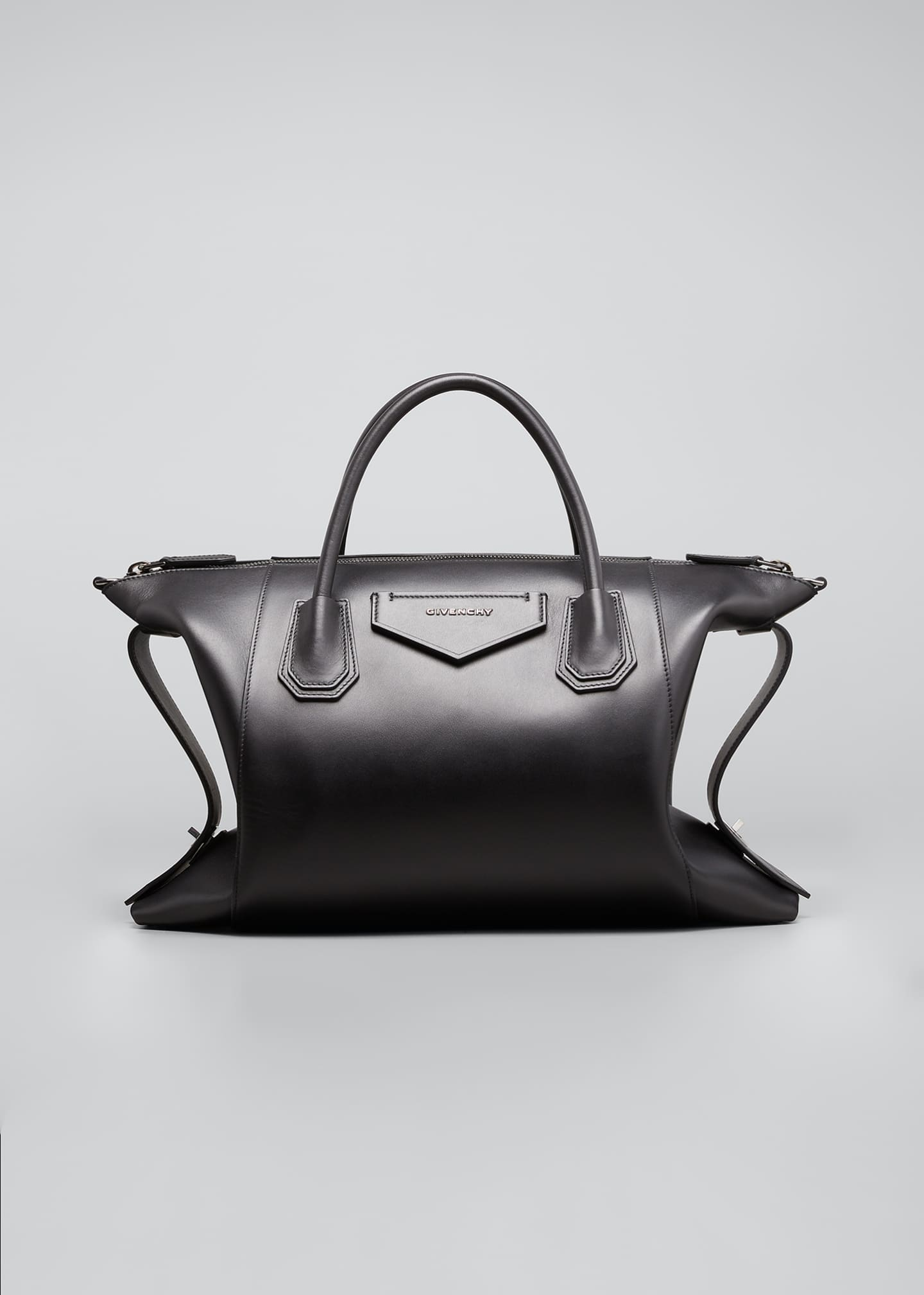 Image 1 of 5: Antigona Soft Medium Leather Bag