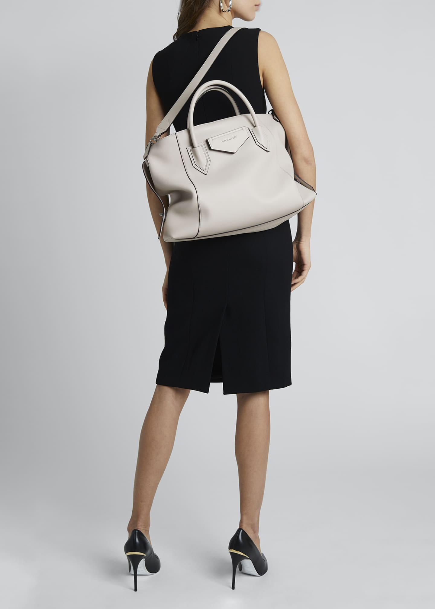 Image 5 of 5: Antigona Soft Medium Leather Bag